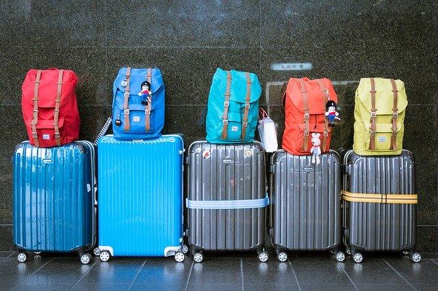 מזוודות לקראת טיסה